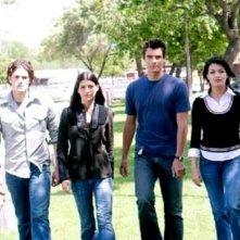 Genevieve Cortese, Ryan Sypek, Nicole Tubiola e Micah Alberti in un'immagine promozionale della prima stagione della serie tv Wildfire