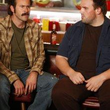 Jason Lee e  Ethan Suplee in una scena dell'episodio 'Earl and Joy's Anniversary' della serie tv My name is Earl