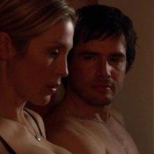 Kelly Rutherford e Matthew Settle in una scena dell'episodio ' Le strade si dividono ' della serie tv Gossip Girl