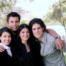 Nicole Tubiola, Ryan Sypek, Genevieve Cortese e Micah Alberti in un'immagine promozionale della prima stagione della serie tv Wildfire