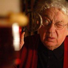 Paolo Bonacelli in una scena del film Un attimo sospesi