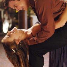 Charlotte Salt con un collega in una scena dell'episodio 'Una scelta difficile' della terza stagione di Wildfire