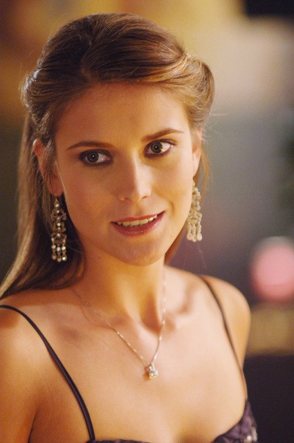 Charlotte Salt In Una Scena Dell Episodio Una Scelta Difficile Della Terza Stagione Di Wildfire 97952