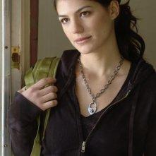 Genevieve Cortese durante una scena dell'episodio 'Le cose cambiano - Parte 1' della serie tv Wildfire