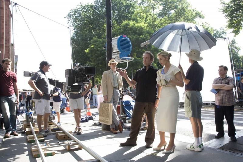 Il Regista Sam Mendes E Kate Winslet Sul Set Del Film Revolutionary Road 97922