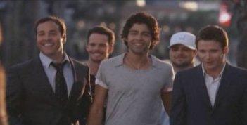 Jeremy Piven, Kevin Dillon, Adrian Grenier, Jerry Ferrara e Kevin Connolly una scena dell'episodio 'Return to Queens Blvd' della quinta stagione di Entourage