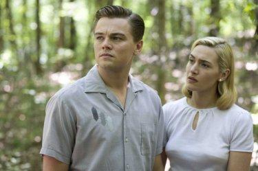 Leonardo DiCaprio e Kate Winslet in una scena del film Revolutionary Road