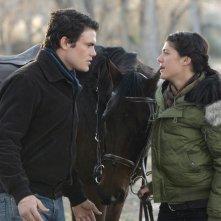 Micah Alberti con Genevieve Cortese nell'episodio 'Addio Socio' della terza stagione della serie tv Wildfire