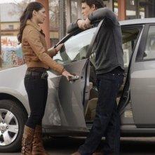 Micah Alberti e Genevieve Cortese in una scena dell'episodio 'Le cose cambiano - Parte 1' della serie tv Wildfire