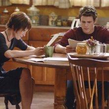 Nana Visitor con Micah Alberti in una scena dell'episodio 'Diplomazia' della serie tv Wildfire