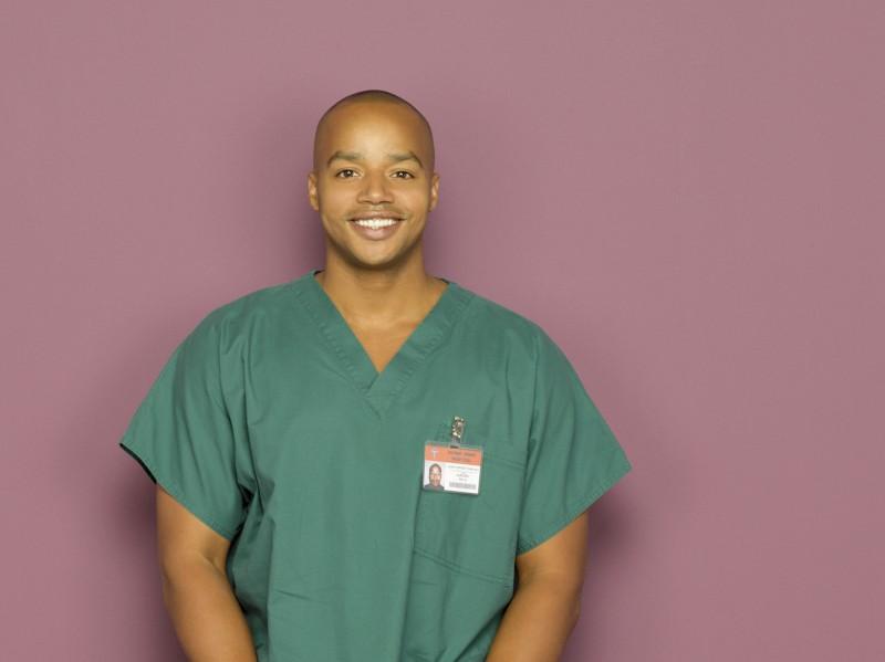 Un Sorridente Donald Faison In Una Foto Promozionale Dell Ottava Stagione Di Scrubs 97910