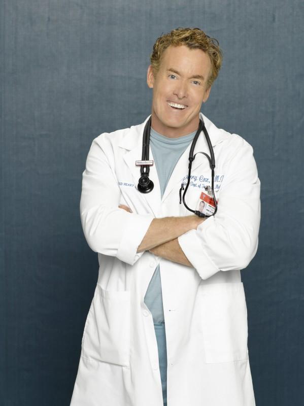Un Sorridente John C Mcginley In Una Immagine Promozionale Dell Ottava Stagione Di Scrubs 97919