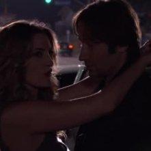 David Duchovny e Madchen Amick in una scena dell'episodio La Ronde di Californication
