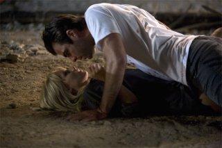 Kristen Bell e Zachary Quinto in una scena dell'episodio The Eclipse : Part 2 di Heroes