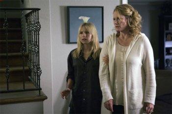 Kristen Bell ed Ashley Crow in una scena dell'episodio The Eclipse : Part 2 di Heroes