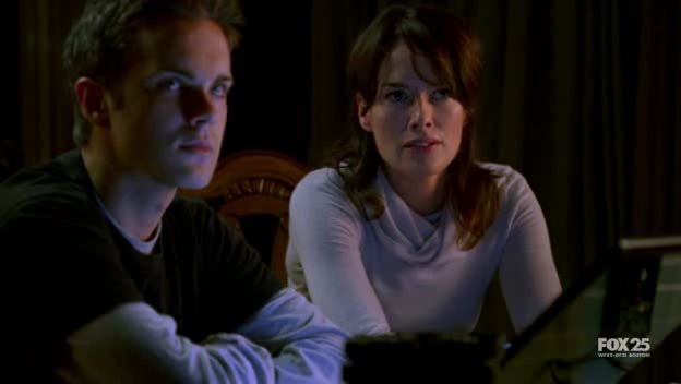 Lena Headey E Thomas Dekker In Una Scena Dell Episodio Strange Things Happen At The One Two Point Di The Sarah Connor Chronicles 98032