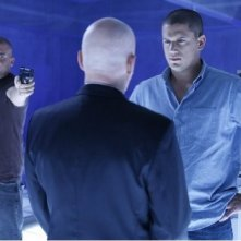 Dominic Purcell, Wentworth Miller e Leon Russom in una scena dell'episodio Selfless di Prison Break