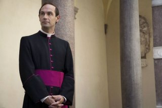 Fabrizio Gifuni interpreta Papa Montini nella fiction Paolo VI - Il Papa nella tempesta