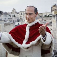 Fabrizio Gifuni veste i panni di Papa Montini nella fiction Rai in due puntate Paolo VI - Il Papa nella tempesta