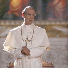 Fabrizio Gifuni veste i panni di Papa Montini nella fiction Rai Paolo VI - Il Papa nella tempesta