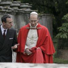 Gaetano Aronica nel ruolo di Aldo Moro e Fabrizio Gifuni in quello di Papa Montini in una scena della fiction Paolo VI - Il Papa nella tempesta