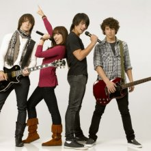 Nick Jonas, Demi Lovato, Joe Jonas e Kevin Jonas in una foto promozionale del film Camp Rock