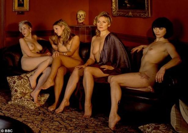 Kim Cattrall Al Centro Posa Nuda Per Un Servizio Fotografico Ispirato A Diana E Atteone Dipinto Da Tiziano Nel 1550 98113
