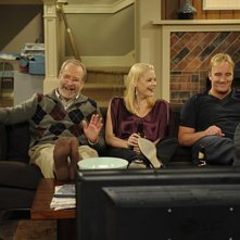 Martin Mull, Jamie King e Jay Mohr in una scena dell'episodio Gary Gives Thanks di Gary Unmarried