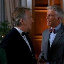 Alan Rickman e Ted Danson in una scena del film Nobel Son