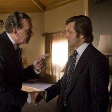 Frank Langella e Michael Sheen in un'immagine del film Frost/Nixon