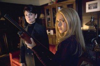 Hayden Panettiere e Cristine Rose in una scena dell'episodio Dual di Heroes