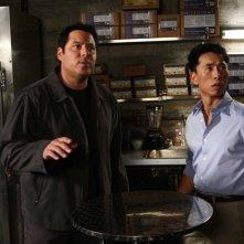 James Kyson Lee e Greg Grunberg nell'episodio Dual di Heroes