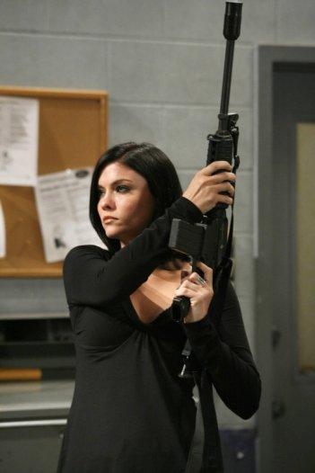 Jodi Lyn O'Keefe in una scena dell'episodio 'Just Business' della serie televisiva Prison Break