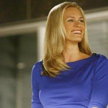 Natasha Henstridge in una scena dell'episodio Help! di Eli Stone