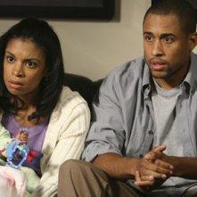Susan Kelechi Watson e Elimu Nelson in una scena dell'episodio 'Una visita inaspettata' della serie tv Private Practice