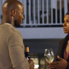 Taye Diggs e Audra McDonald in una sequenza dell'episodio 'Addison dà una festa' della prima stagione di Private Practice