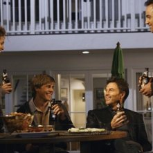Tim Daly, Chris Lowell, Amy Brenneman e Paul Adelstein in una scena dell'episodio 'Addison dà una festa' della prima stagione di Private Practice