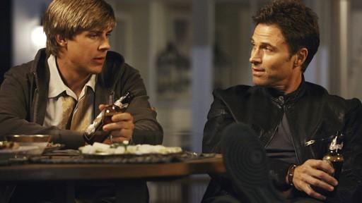 Tim Daly E Chris Lowell In Una Scena Dell Episodio Addison Da Una Festa Della Prima Stagione Di Private Practice 98631
