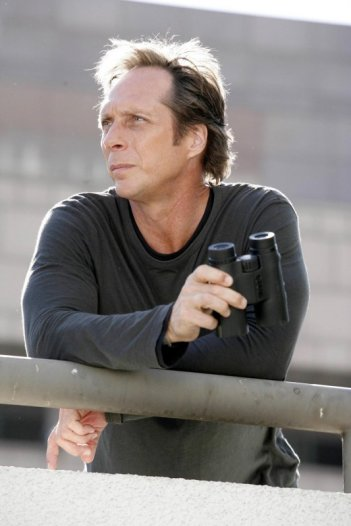 William Fichtner in una scena dell'episodio 'Deal or no Deal' della quarta stagione di Prison Break