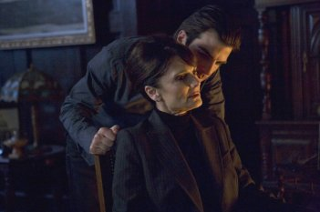 Zachary Quinto e Cristine Rose in una scena dell'episodio Dual di Heroes