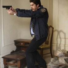 Adam Goldberg in una scena del pilot di The Unusuals