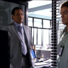 Jimmy Smits e Michael C. Hall nell'episodio Go Your Own Way di Dexter