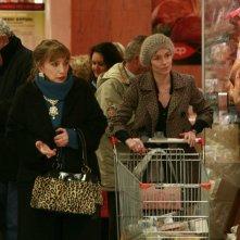 Piera Degli Esposti e Stefania Rocca in una scena della serie di Rai Fiction Tutti pazzi per amore