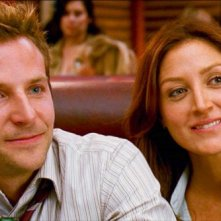 Bradley Cooper e Sasha Alexander in una scena del film Yes Man