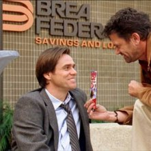 Jim Carrey e John Michael Higgins in una scena del film Yes Man