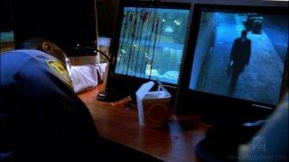 Un'immagine dell'episodio Safe di Fringe in cui appare The Observer