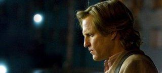 Woody Harrelson è Ezra Turner nel film Sette anime