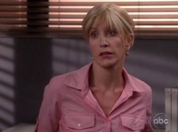 Felicity Huffman nell'episodio Me and My Town della serie Desperate Housewives.
