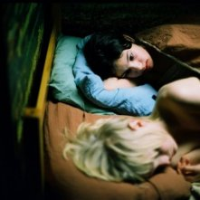 Kåre Hedebrant e Lina Leandersson in un'immagine del film Let the Right One in