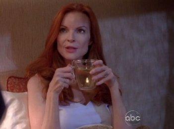 Marcia Cross in una scena dell'episodio Me and My Town della serie Desperate Housewives.